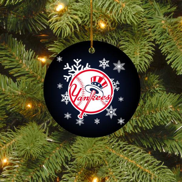 New York Yankees Merry Christmas Circle Ornament